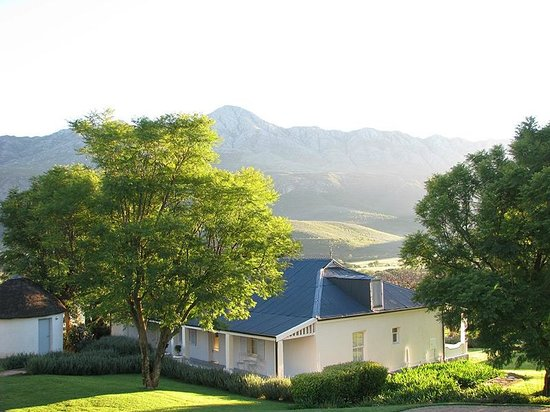 Swartberg Country Manor: View of Historical House