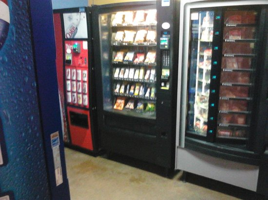 Hostelling International - Los Angeles/Santa Monica:                                                       vending machine