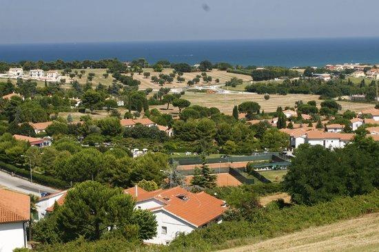 Animazione serale picture of taunus villaggio numana for Villaggio taunus
