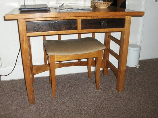 Great Western Hotel:                   desk