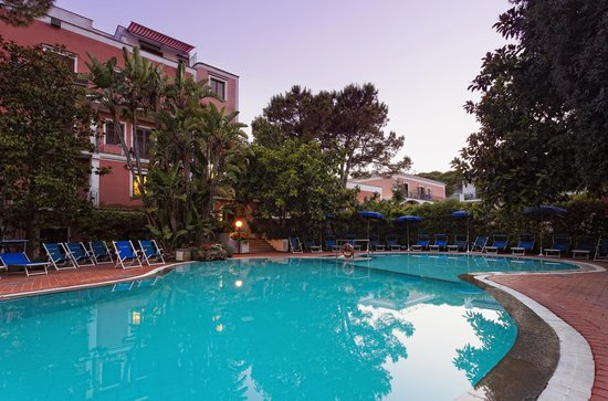 Hotel San Valentino Terme : Outdoor Swimmin pool