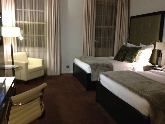 Grosvenor House, A JW Marriott Hotel:                   Room