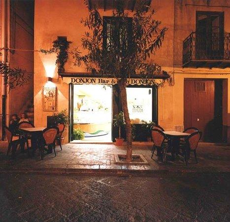 B & B Castelbuono Donjon: Ingresso via principale del paese