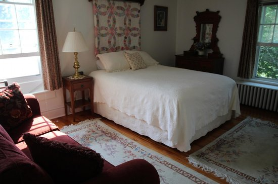 Enfield House B & B: master bedroom