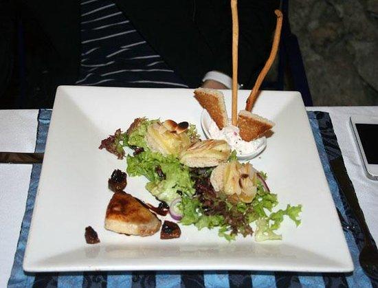B&B La Fontaine :                   Салат из сыров - пальчики оближешь!