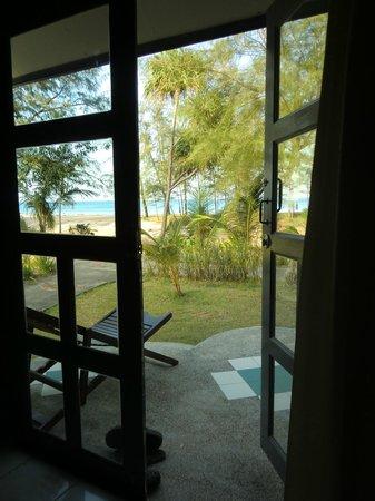 Good Days Lanta Beach Resort:                   der blick beim aufstehen ... :)