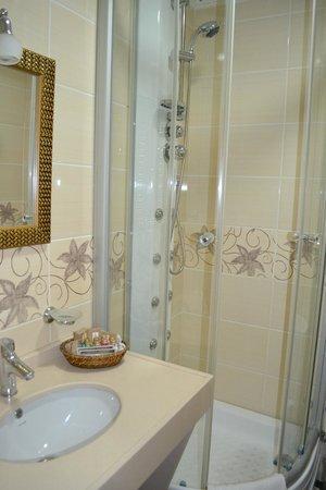 White House Hotel Istanbul:                   Ванная
