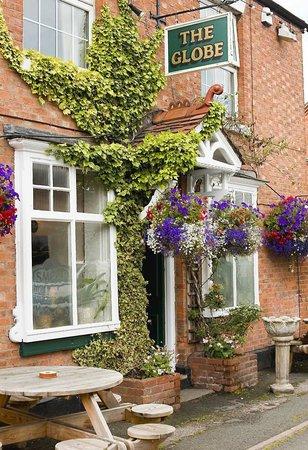 The Globe Inn: Summertime Flowers