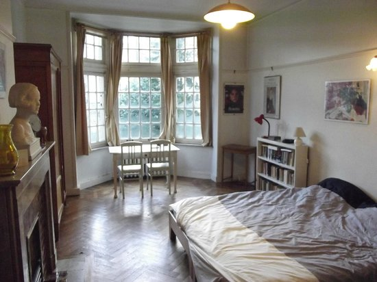 Chambres d'hotes Du Bois:                   Bedroom/Lounge