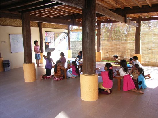 "Batu Bolong Cottages:                   Kinderprojekt Sternenland ""Yayasan Tanah Bintang"" in Kerandangan nur wenige Mi"