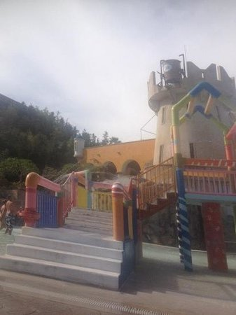 Doreta Beach Hotel:                                     the water park falaraki