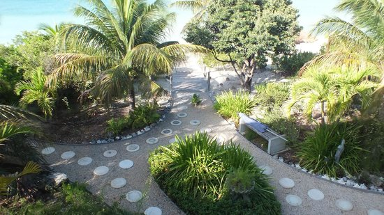 Crystal Sands Villa on the Beach:                   Grounds leading to beach