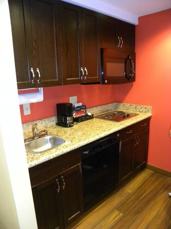 Homewood Suites Rochester/Greece:                   Small kitchen area
