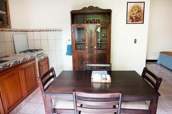 Guesthouse El Carmen: Studio, dining area