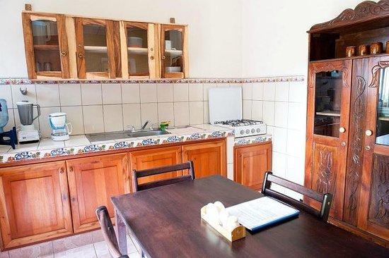Guesthouse El Carmen: Kitchen in a studio