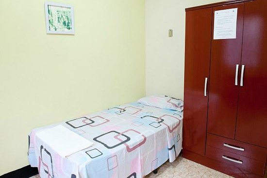 Guesthouse El Carmen : Room (the one with two single beds)