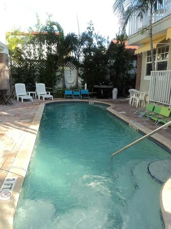 Coconut Inn:                   Heated Pool!