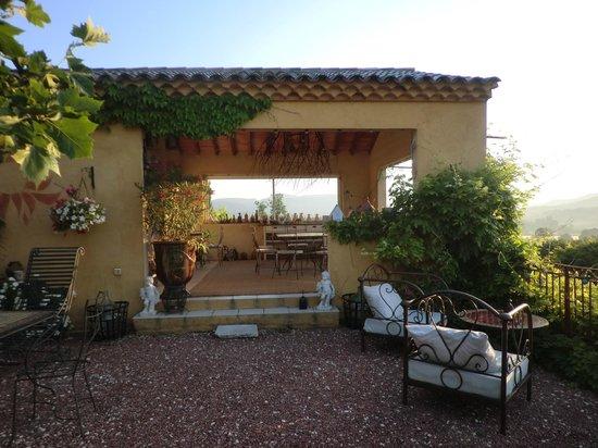 Le Mas Jorel:                                     salle a manger