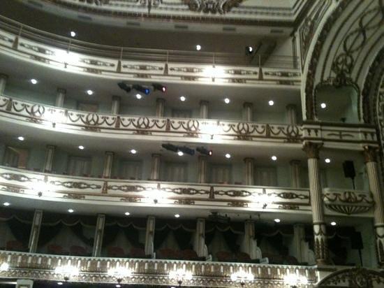 Teatro Macedonio de Alcalá:                   dentro del teatro