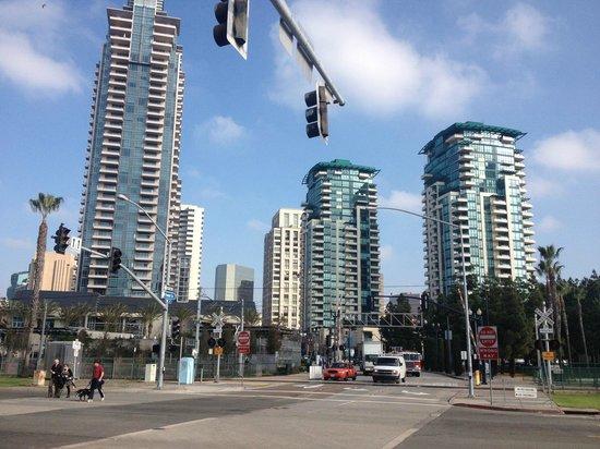Manchester Grand Hyatt San Diego: Avenida donde se encuentra el hotel