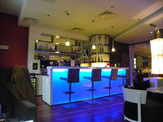 Royal Park Boutique Hotel:                   Bar area