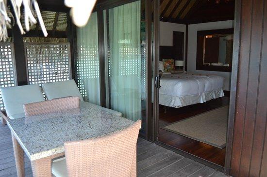 Hilton Moorea Lagoon Resort & Spa:                   TERRAZA DE LA HABITACION