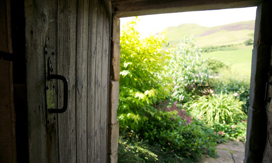 Eastside Cottages: Gardens with views to the Pentland Hills