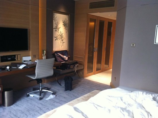 Kerry Hotel Beijing:                   Another side of the room