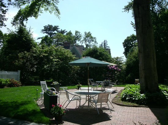 Stanton House Inn : A different view of the Patio