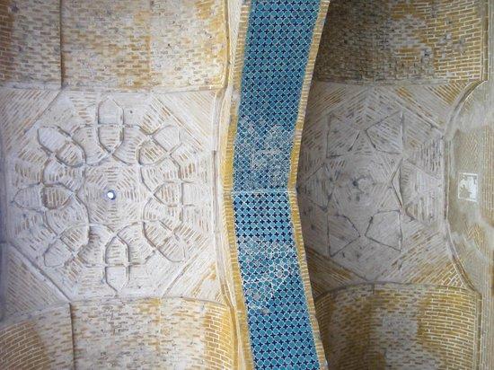 Monare Jonban - Shaking Minarates: Roof