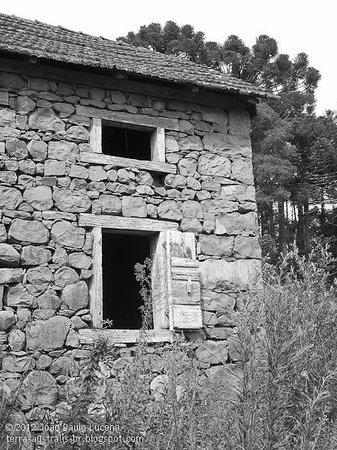 Pousada Cantelli:                   Casa Cantelli em 2006, antes da restauração.