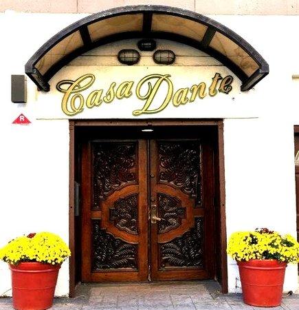 Casa Dante: Entrance