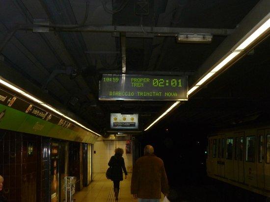 โฮเต็ล ออโต้ โฮการ์:                   Metro