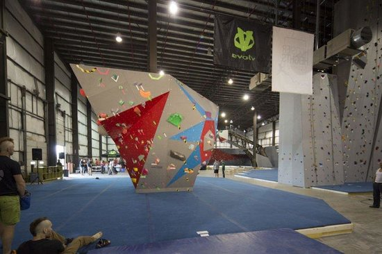 ‪‪Hoosier Heights Indianapolis‬: World Cup boulder!‬