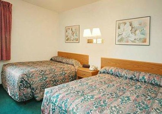 Rodeway Inn: Two Double Beds
