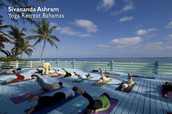 Sivananda Ashram Yoga Retreat: Yoga Class on the beach