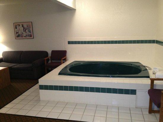 Rodeway Inn: Whirlpool Suite
