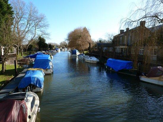 The Grove Pantry Pub & Inn:                                     River Stow