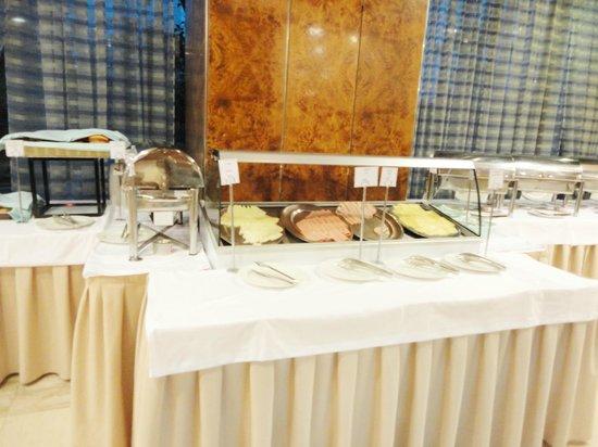 President Hotel :                                     Breakfast