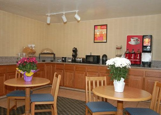 Econo Lodge Inn & Suites: Free Continental Breakfast