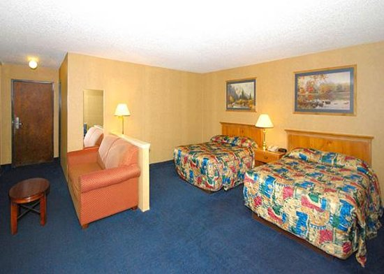 Econo Lodge Inn & Suites: Suite