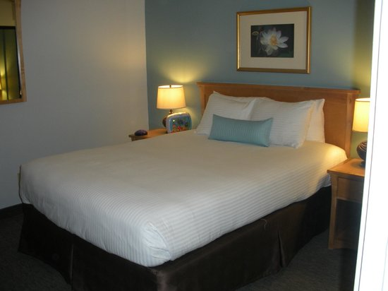 La Jolla Cove Hotel & Suites:                   Bedroom
