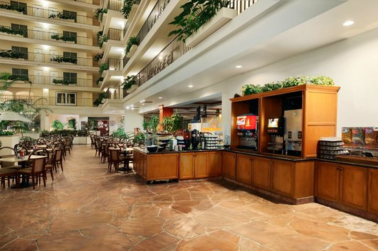 Embassy Suites by Hilton Brea - North Orange County: Breakfast Dining Area