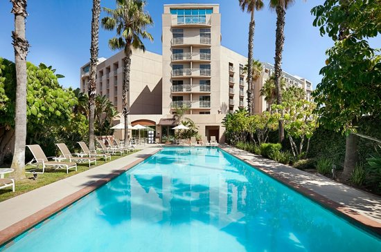 Embassy Suites by Hilton Brea - North Orange County: Pool