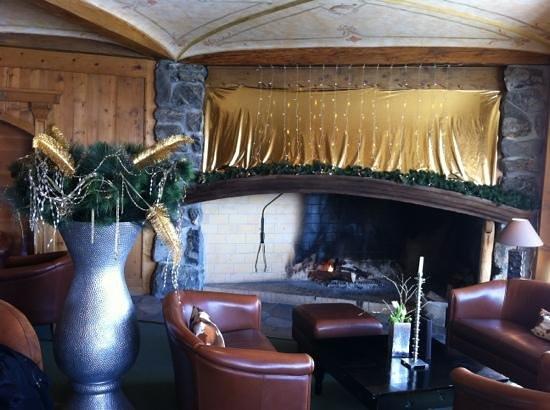 Hôtel de l'Etrier : cheminée lounge