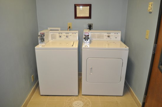 Quality Inn Brooklyn Center: Laundry Room