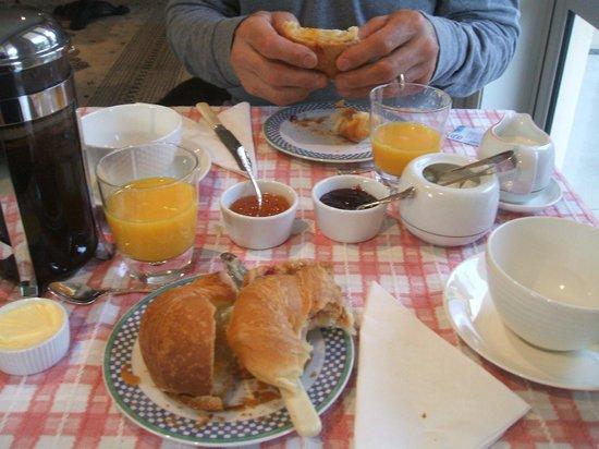 Le Petit Hotel Sumner :                   Ummmmm