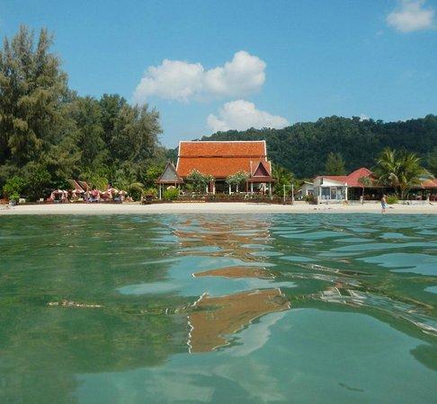 رويال لانتا ريزورت آند سبا:                   Seesicht des Resorts bei Tag                 