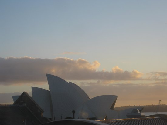 Holiday Inn Old Sydney:                   View of Opera House from hotel room