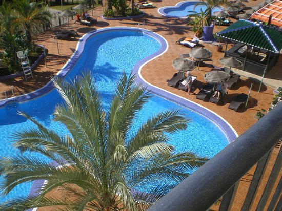 Hotel & Spa Benalmádena Palace:                   Pool view from the balcony